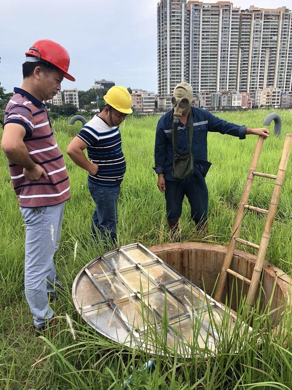 市自来水公司清洗水厂清水池保障饮用水安全.jpg